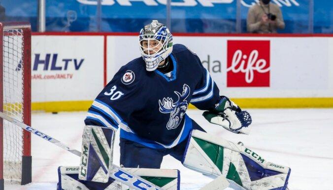 Šilovs no AHL pirmo reizi izsaukts uz NHL kluba 'Canucks' rezerves sastāvu