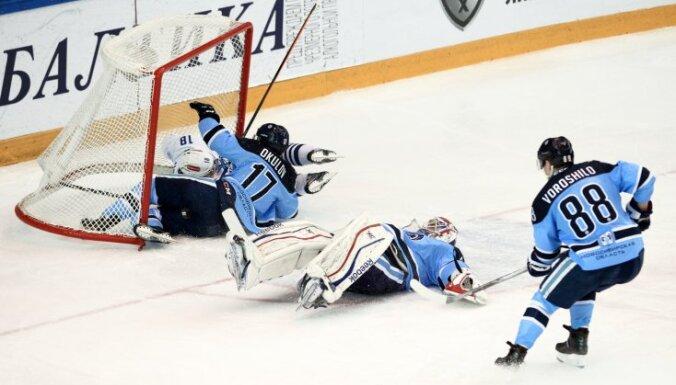 Sibir s Artyom Voroshilo, goalie Alexander Salak, and playr Konstantin Okulov