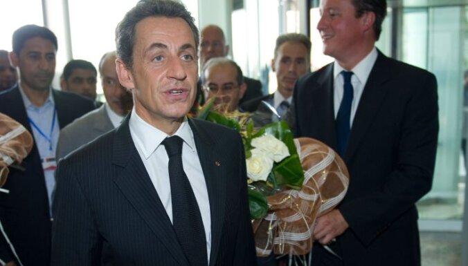 Francijas prezidents iesaka britu premjeram 'aizvērties' par eiro tēmu