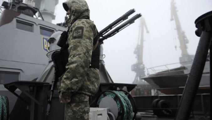 Ukrainā stājas spēkā karastāvoklis; Krievija uz Krimu sūtīs vairāk raķešu