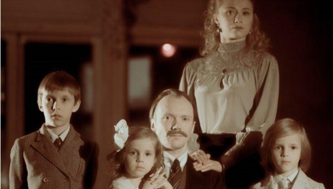 Nacionālajā teātrī top izrāde par vācbaltiešiem 'Baltiešu gredzens'