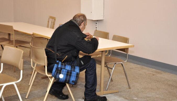 Бездомный выиграл суд у Рижской думы: ему назначена компенсация более 930 евро
