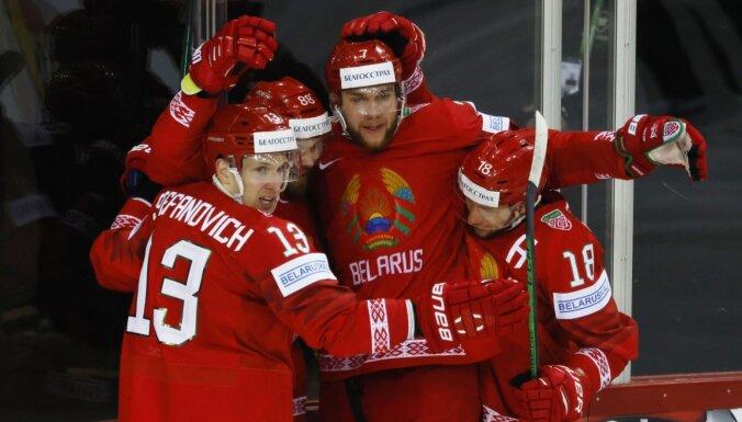 Zviedrijai turpinās 'melnais čempionāts' – hokeja lielvalsts zaudē arī Baltkrievijai