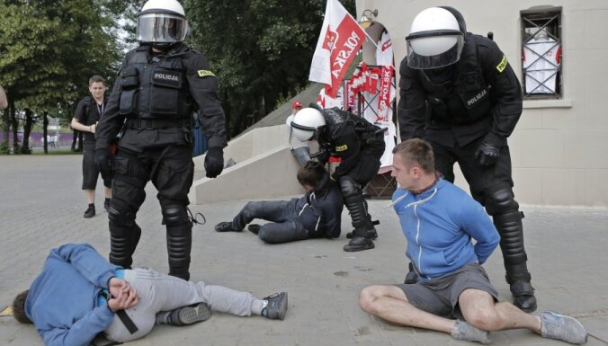 Полиция задержала хулиганов из Латвии на ЕВРО-2012