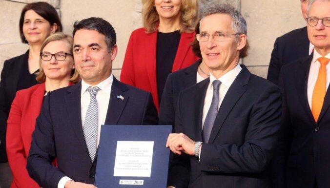 NATO paraksta protokolu par Maķedonijas pievienošanos aliansei