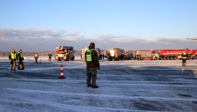 Foto: Vērienīgās mācībās izspēlē ārkārtas situāciju Rīgas lidostā