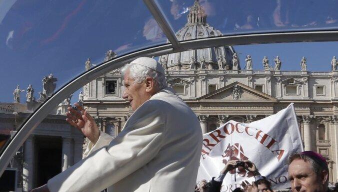 Pēdējā audiencē Benedikts XVI piemin prieku un 'grūtus brīžus' (16:10)