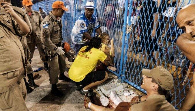 Parādes laikā Riodežaneiro saslīdējis kravas auto, ievainojot 20 cilvēku