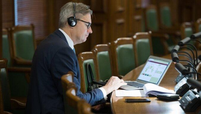 Komisijās sāk vērtēt Satversmes grozījumu – Budžeta komisija prasīs ministrijām ietekmes aprēķinus