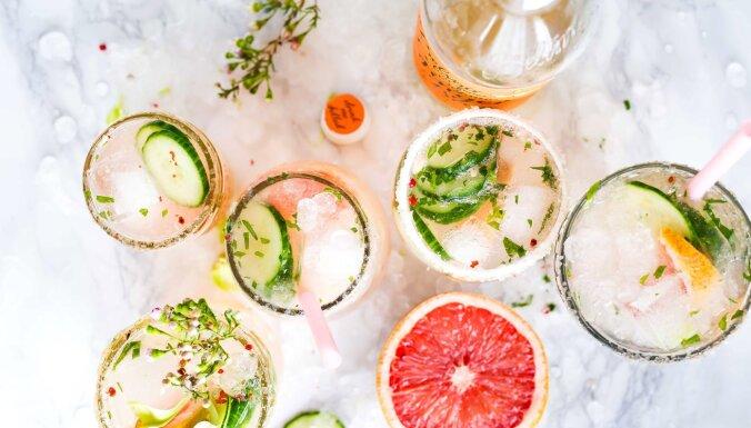 Nemarinē burkā, liec kokteilī! Dārzeņi, ko var pievienot vasaras dzērienam