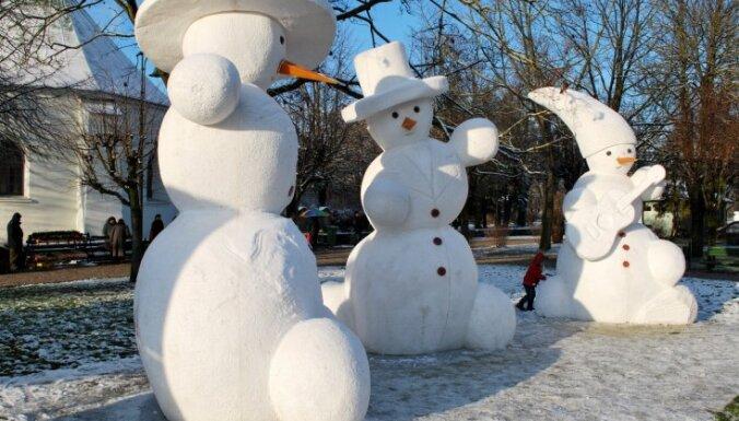 В Латвии открылся слёт снеговиков (фото)