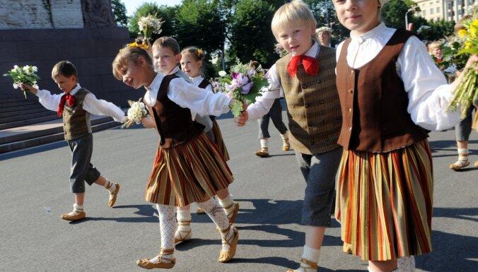 Rīgas domes deputāti aicina šogad nerīkot Skolēnu dziesmu un deju svētkus