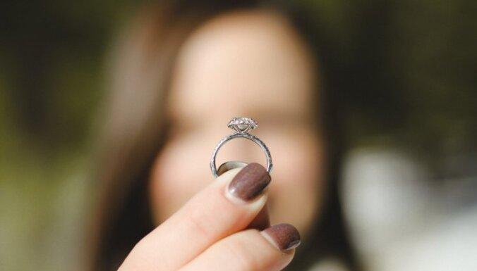 Ko pārrunāt, pirms mīļotā bildinājumam teikt 'jā'