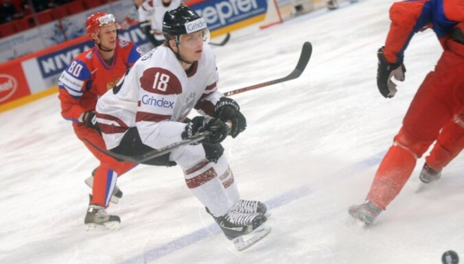 Latvijas hokeja izlase PČ sāk ar zaudējumu Krievijas valstsvienībai