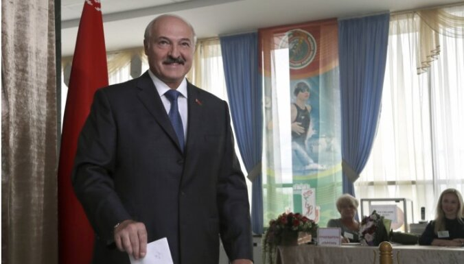 Krievija pastiprina atbalstu Lukašenko