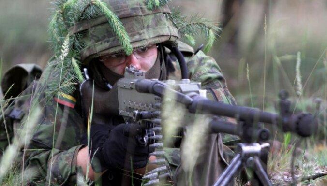 Lietuvas eksprezidents: atgriešanās pie obligātā militārā dienesta ir nepareizs solis