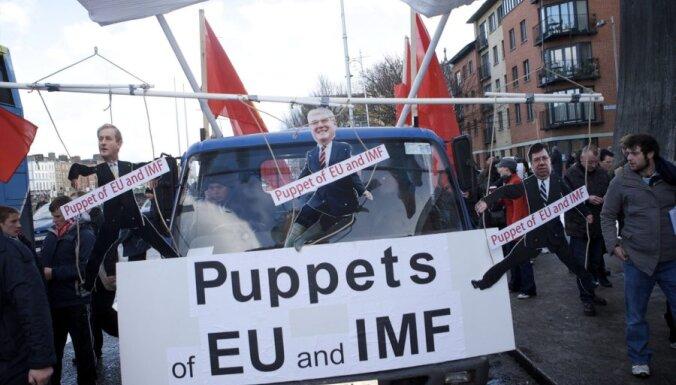 Īrijā 50 000 cilvēku protestē pret taupības pasākumiem starptautiskā aizdevuma saņemšanai