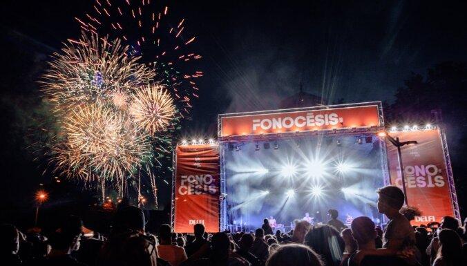 Vasarīgi foto: Festivāla 'Fono Cēsis' otrās dienas spilgtākie kadri