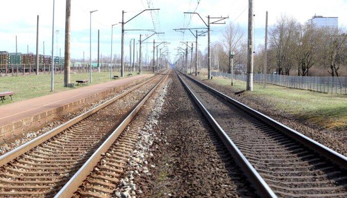 'Bez biznesa plāna' – Saeimas komisiju nepatīkami pārsteidz miljonu piešķiršana dzelzceļam