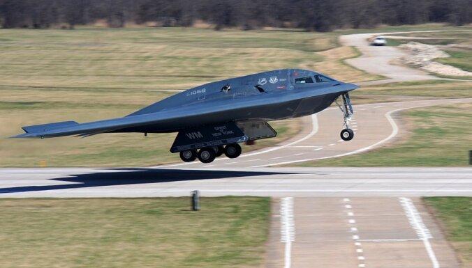 ASV gaidāma 'armijas pārbūve': Tramps ģenerāļiem sola skaistas jaunas lidmašīnas