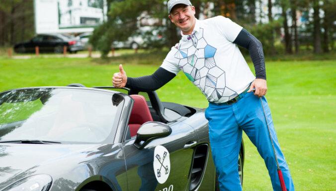 Литовец в Риге выиграл в гольф Porsche с одного удара
