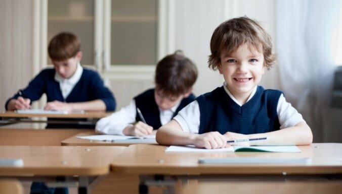 Сейм передал комиссиям законопроект о начале школьного обучения с 6 лет