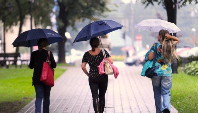 Brīvdienās gaidāms vēsāks laiks un īslaicīgs lietus