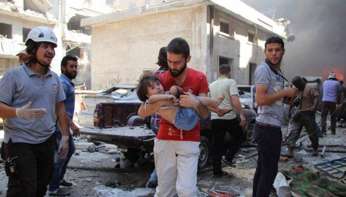 Neilgi pirms pamiera gaisa uzlidojumos Sīrijā vismaz 100 bojā gājušie