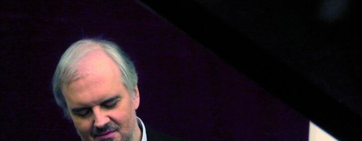 Mistiķis Angeličs atkal Rīgā. Pasaulslavenais pianists un viņa trīs vaļi