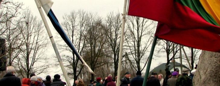 Foto: Jelgavnieki komunistiskā genocīda upurus piemin Svētbirzī