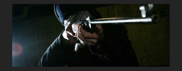 Naktī, iespējams, šauts uz kapliču ebreju kapos Šmerlī