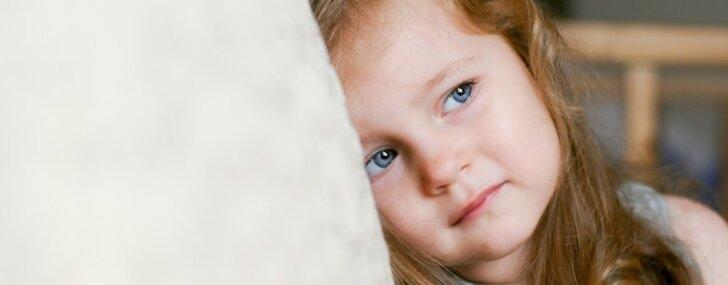 Nemīlēts bērns: septiņas pazīmes par nepietiekami saņemtu mīlestību no vecākiem