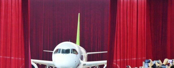 Foto: Ķīna demonstrē pirmo pašgatavoto aviolaineri