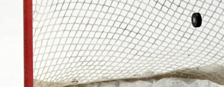 ASV U-18 hokeja izlase sagrauj mājinieci Krieviju un sasniedz PČ pusfinālu; Kanāda atkal paliek bez medaļām