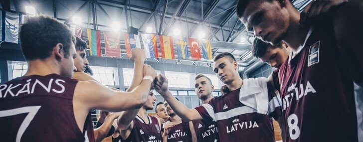 Latvijas U-20 basketbolisti EČ otrās divīzijas pusfinālā tiekas ar Poliju