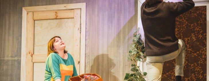 Foto: Daugavpils teātrī pirmizrādi piedzīvo 'Savējie'
