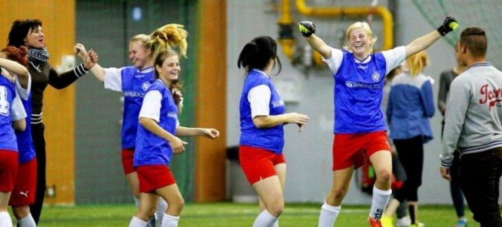 Foto: Aizvadīts īpašs meiteņu futbola turnīrs Latvijas speciālo skolu audzēknēm