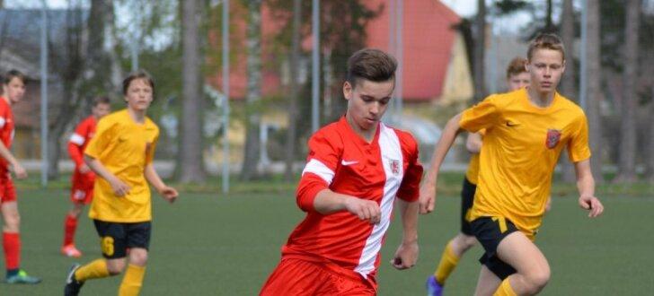 Foto: U-15 futbolisti spēkojas pavasara reģionālo izlašu turnīrā
