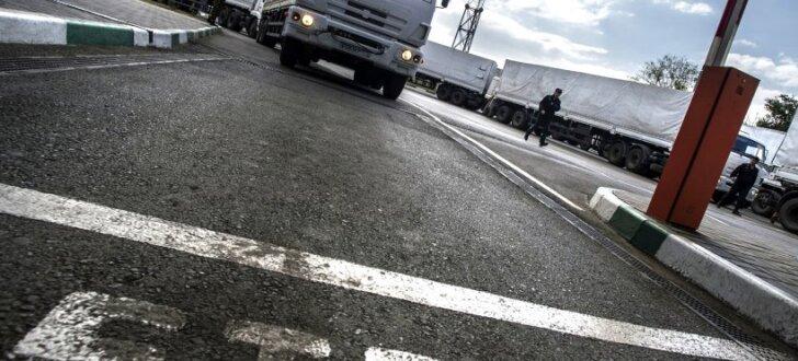 Ukraiņi Aizkarpatos bloķē Krievijas kravu pārvadātājus