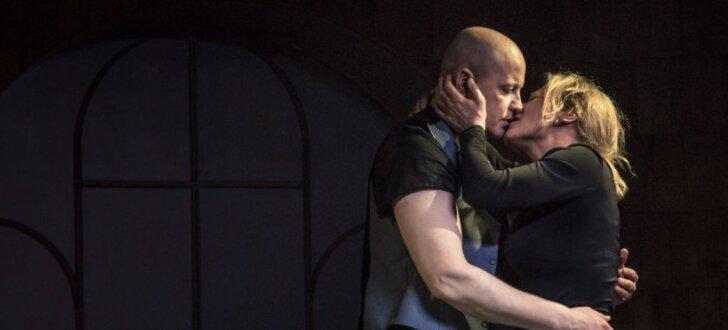 Dailes teātrī tapusi izrāde 'Inde' Rēzijas Kalniņas režijā