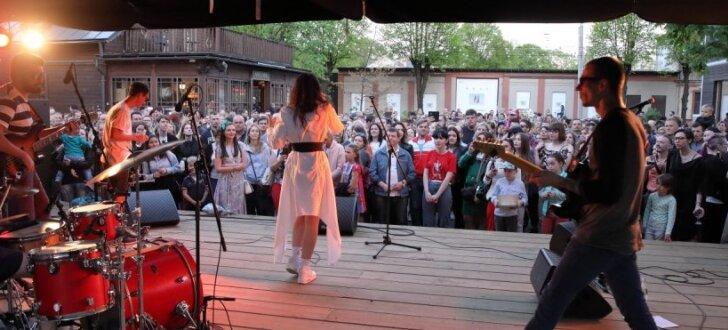 Kalnciema kvartālā atklāta brīvdabas koncertsezona