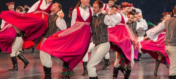 'Vēstījums rakstos' Ķīpsalā pulcē vairākus tūkstošus skatītāju un dejotāju
