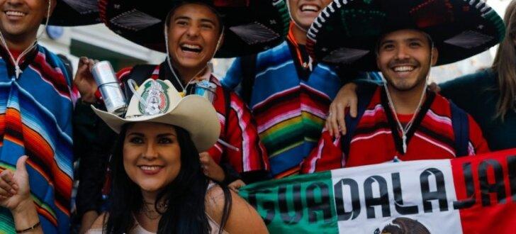 """Мексиканцы обожают русское слово """"яйца"""". И споют про """"Yaytsa"""" на чемпионате мира"""