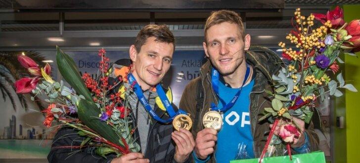 Foto: Pļaviņš/ Točs atgriežas mājās pēc sensacionālā panākuma Hāgas turnīra