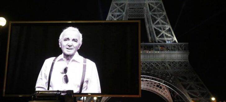 Parīzē notikuši vairāki franču estrādes leģendai Aznavūram veltīti piemiņas pasākumi