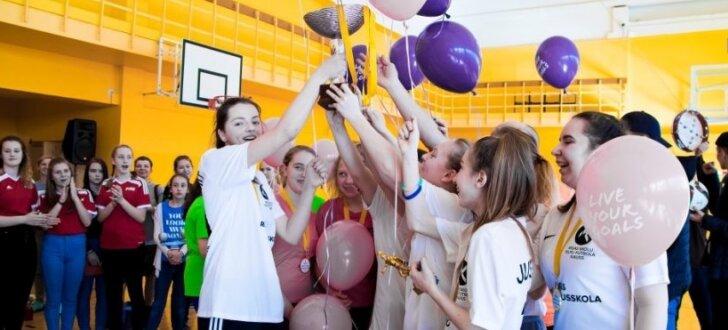 Foto: Aizvadīta projekta 'Meiteņu futbols atgriežas skolās' otrā sezona