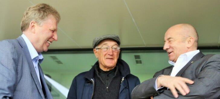 Foto: Latvijas futbolistu treniņu Tbilisi apmeklē arī bijušais valstsvienības treneris Dzodzuašvili