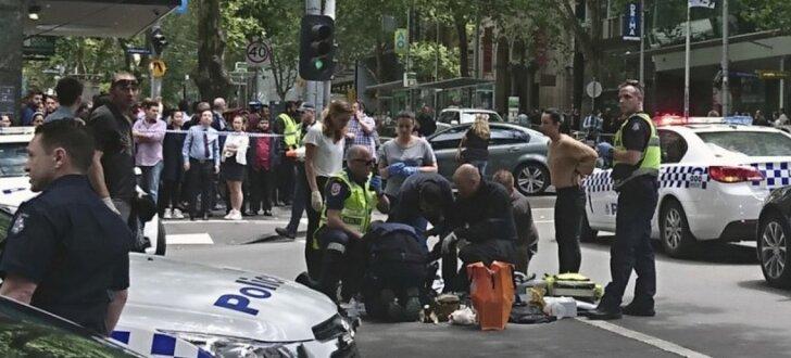 Automobilim Austrālijā ietriecoties gājēju pūlī, trīs nogalināti un 20 ievainoti