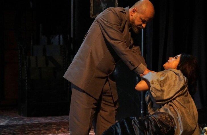 Džilindžers iestudējis drāmu 'Kareņins' ar Ģirtu Ķesteri titullomā