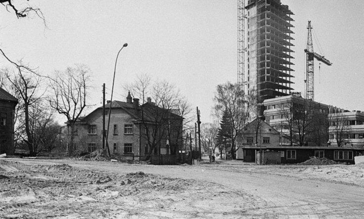 1979. gads: Top televīzijas ēka Zaķusalā un viesnīca 'Latvija', atklāj Jupitera gredzenus